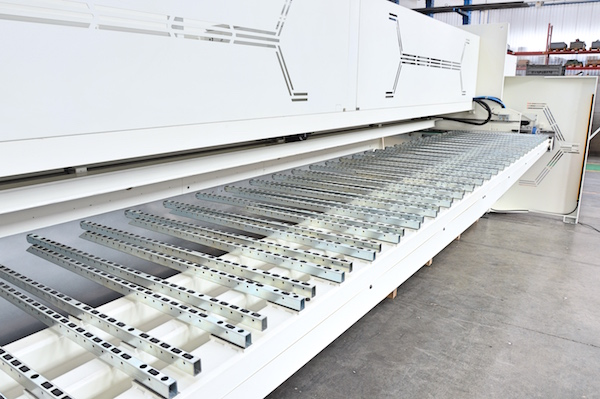 shear back support with automatic sheet stacking