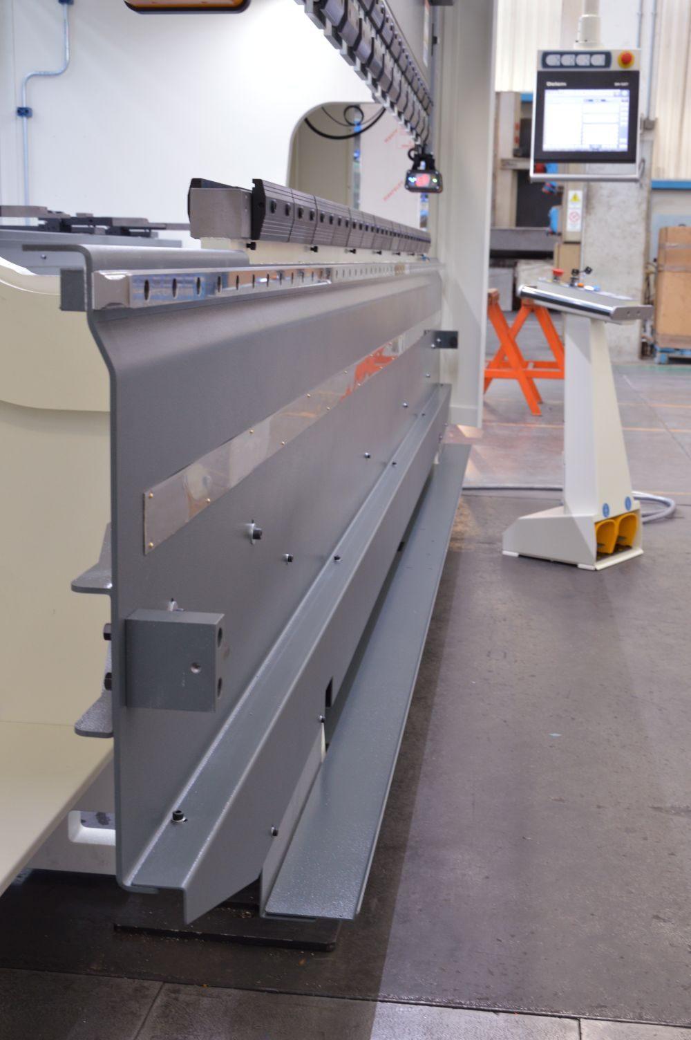 bancada prensa plegadora 100 toneladas 3 metros