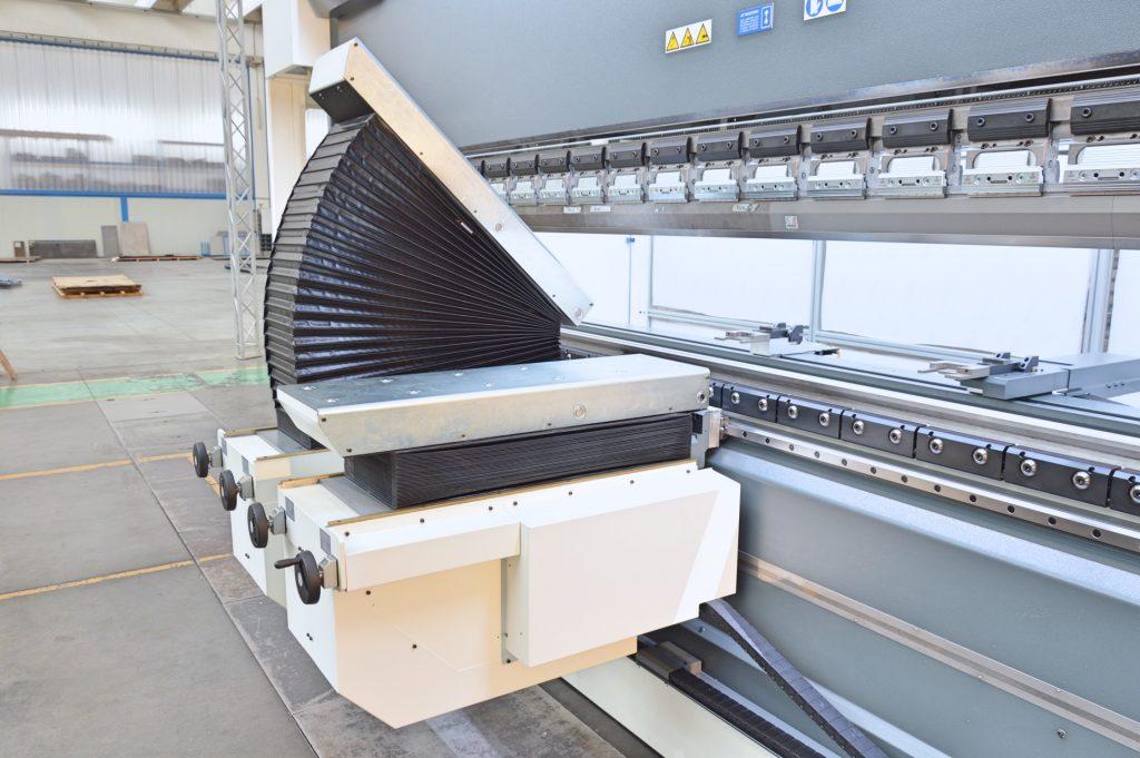 Neue elektrische Biegehilfe für Abkantpresse | Gasparini Industries