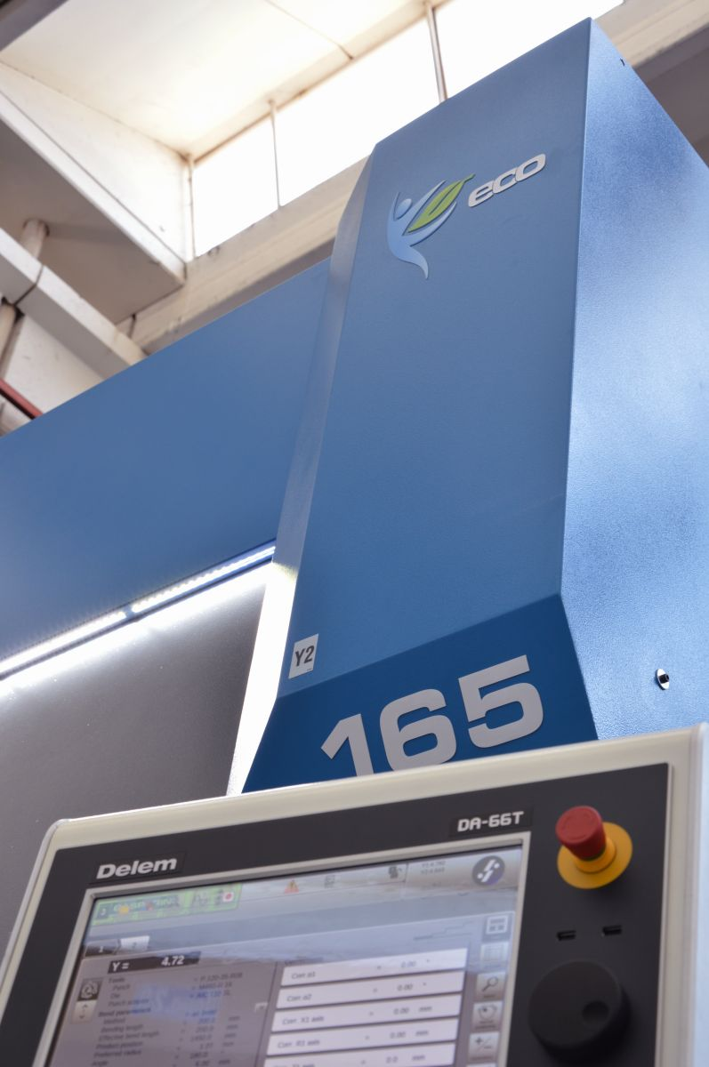 CNC Delem DA-66t prensa inversor ahorro energético