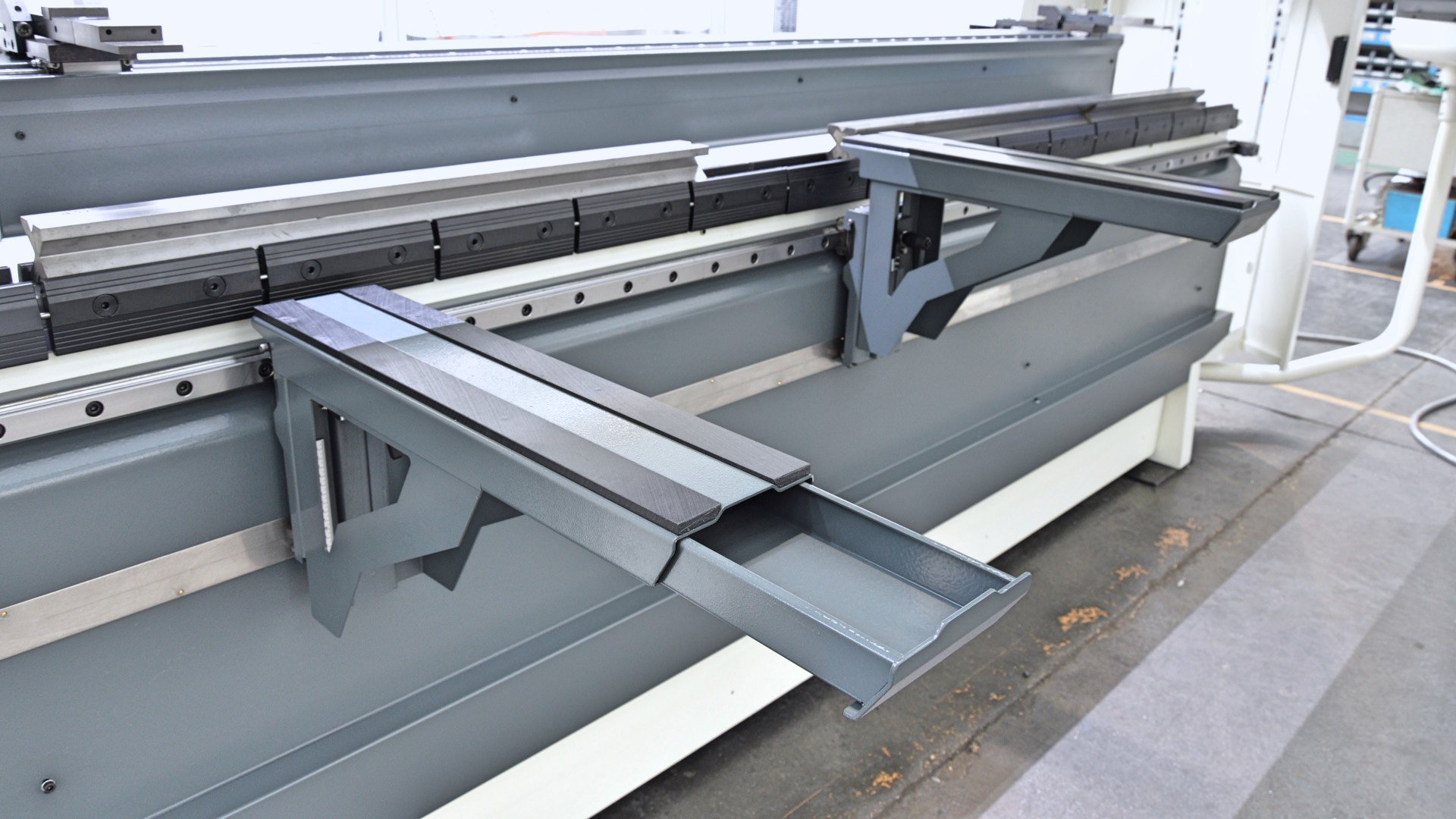 front supports tooling press brake plate