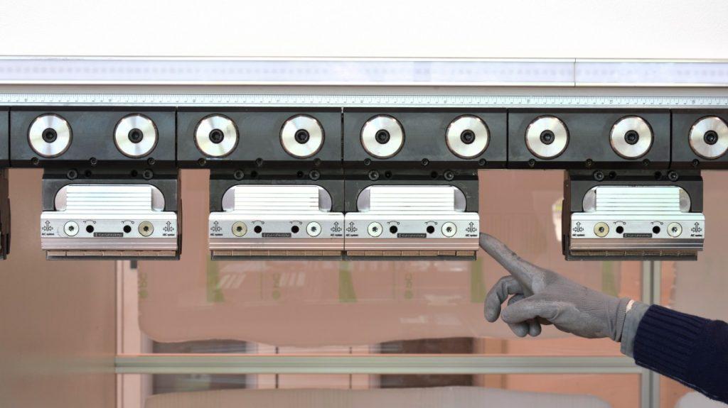 klemmungen f r stempel matrizen und geteilte. Black Bedroom Furniture Sets. Home Design Ideas