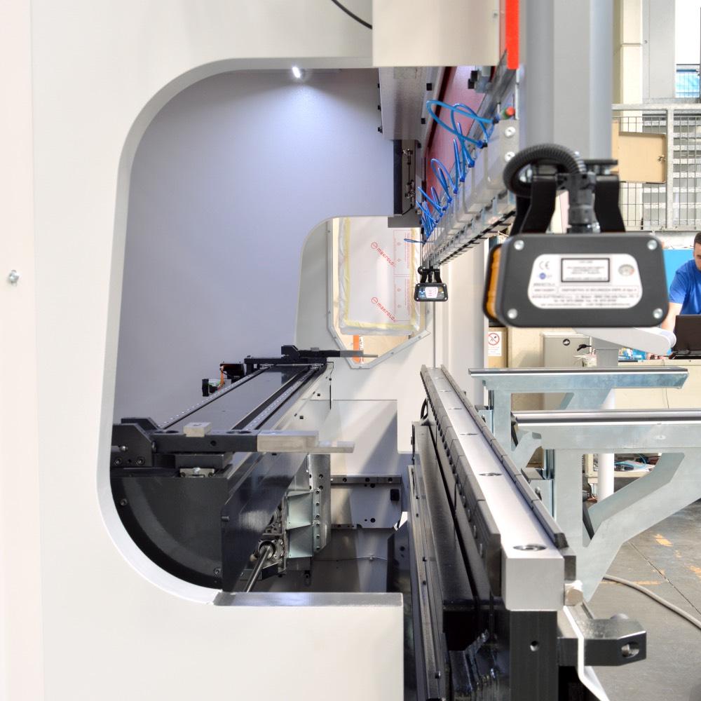 hydraulic press brake active adaptive crowning