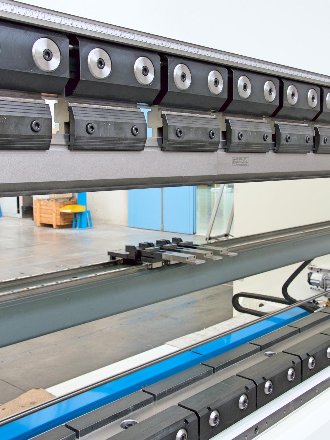 prensa plegadora amarres hidráulicos tope trasero