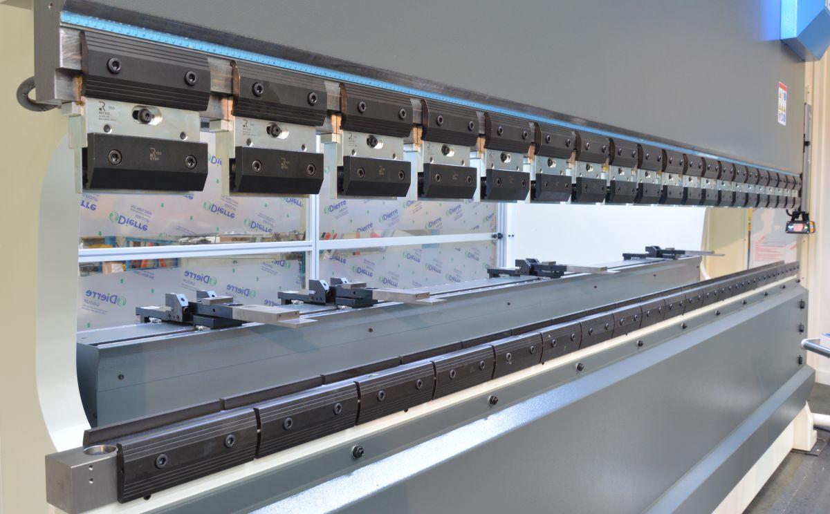 prensa plegadora amarres manuales punzones matrices