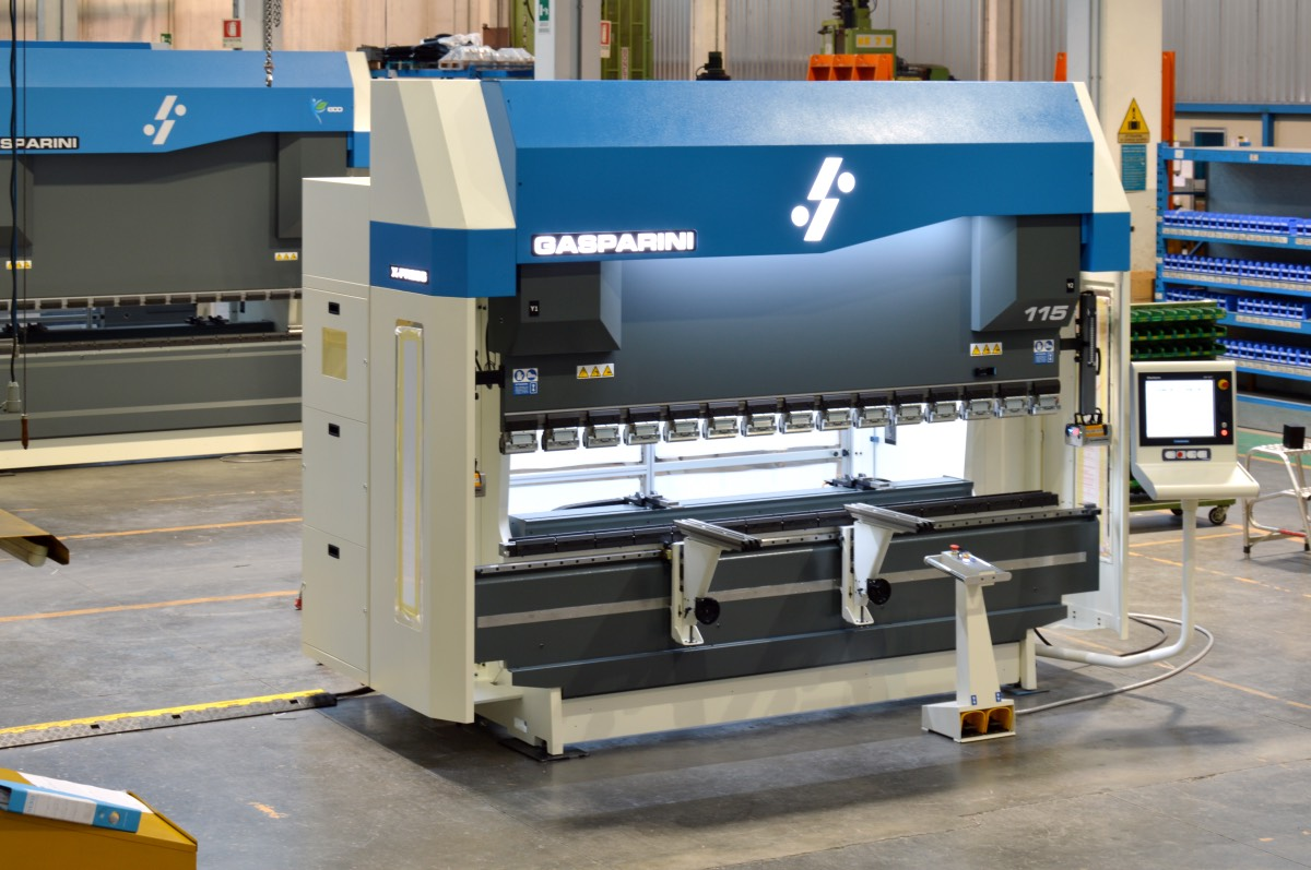 prensa plegadora componentes metálicos muebles
