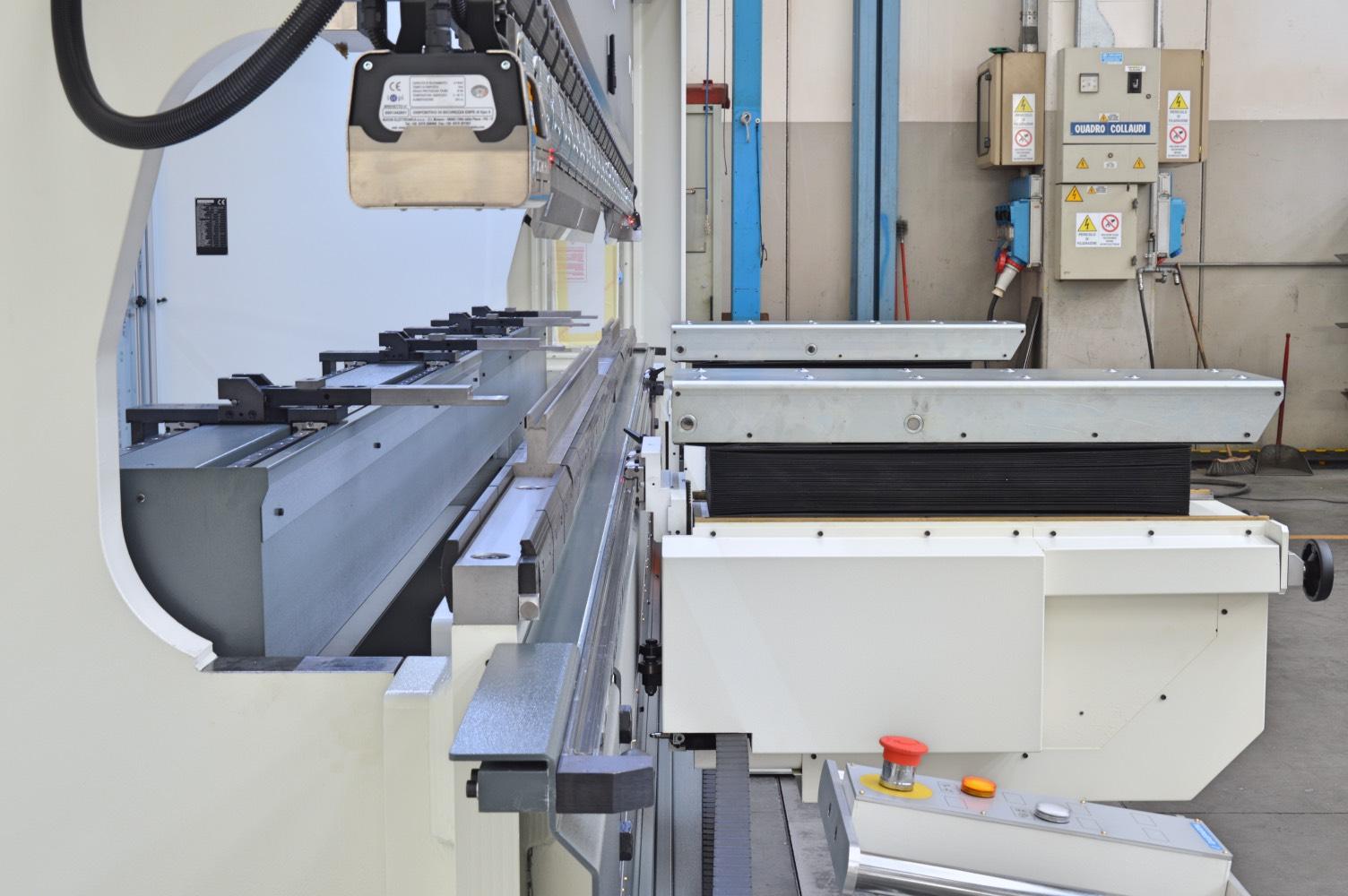 press brake backgauge sheet lifters punch clamping