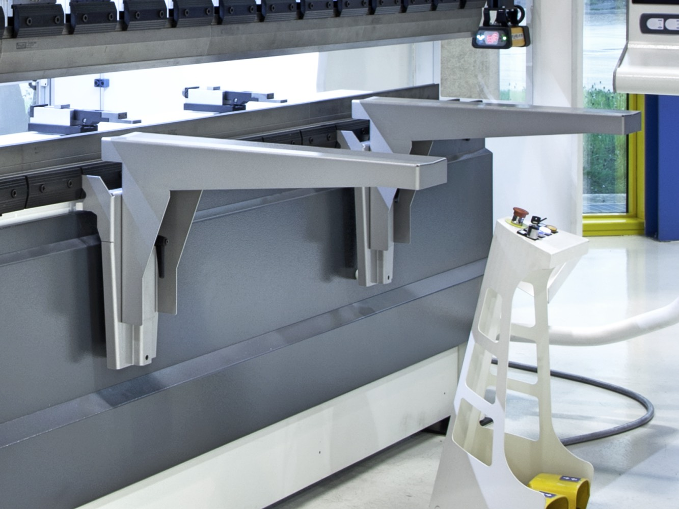 press brake front support arm