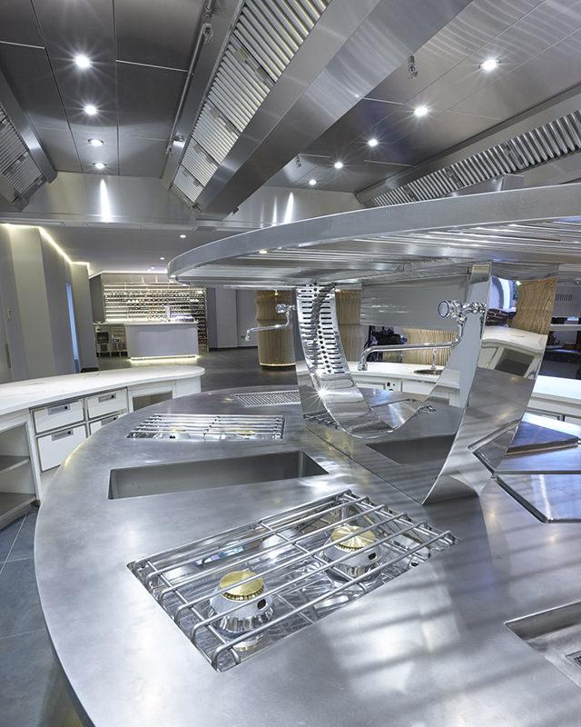 Pressopiega produzione cucine professionali pilsa for Produzione cucine