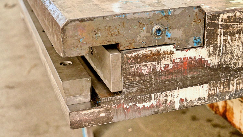 reparación prensa plegadora travesaño dañado