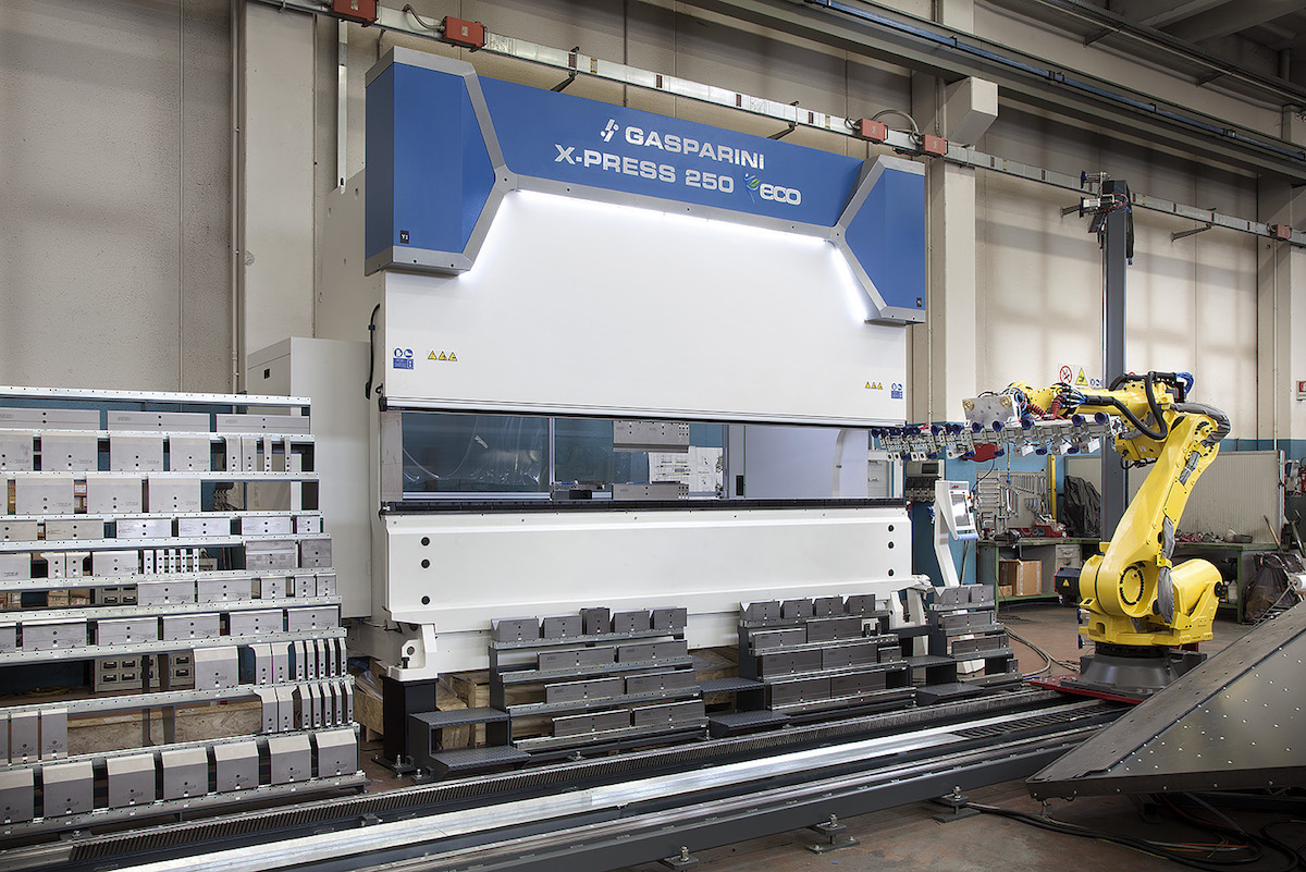 press brake in robot bending cell