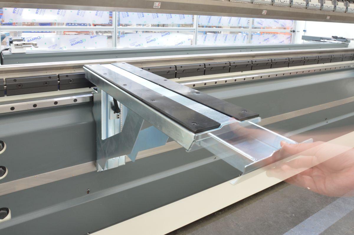 sliding front supports drawer press brake