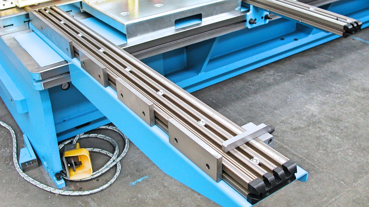 squaring arm for guillotine shear