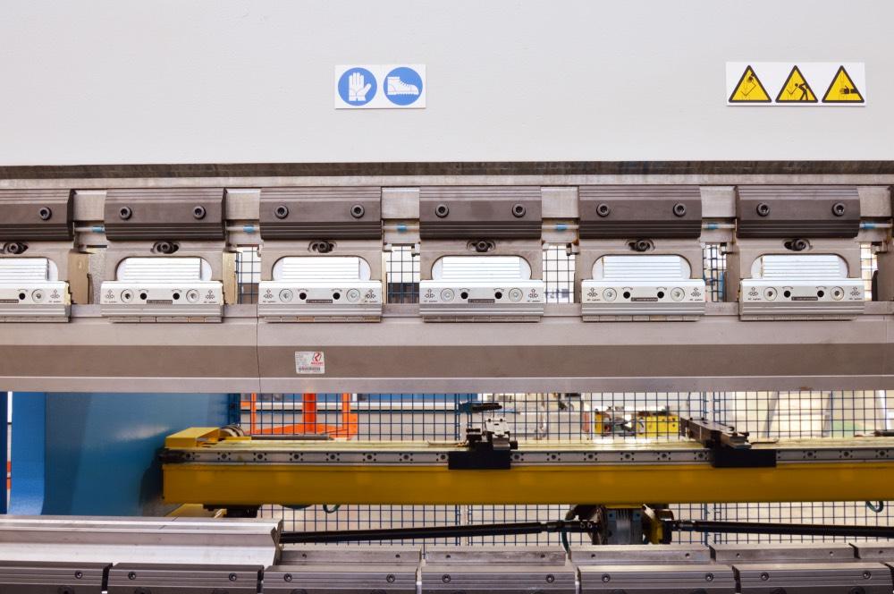 substitución amarres prensa plegadora retrofit