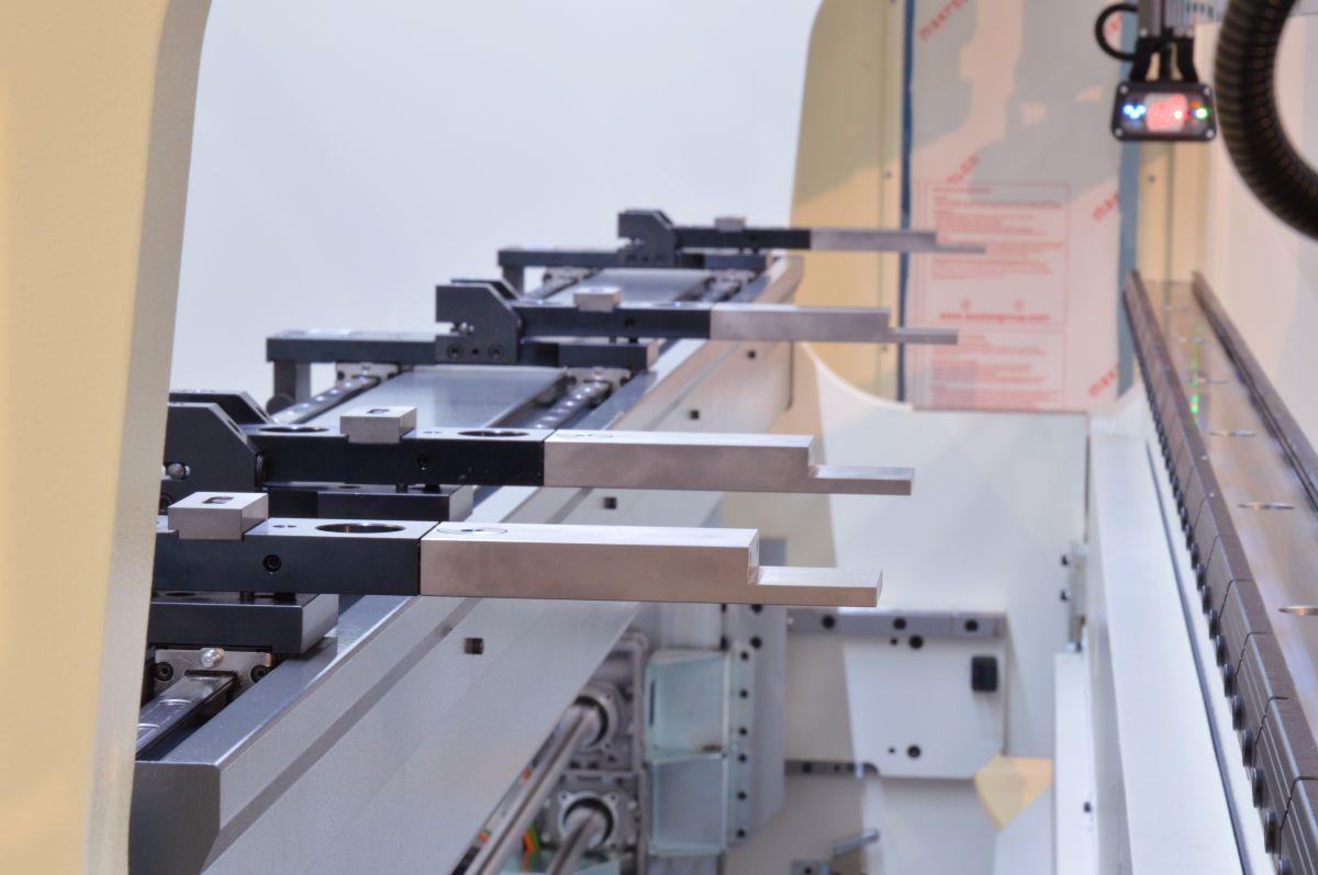 tope trasero dos ejes motorizados controlados por CNC