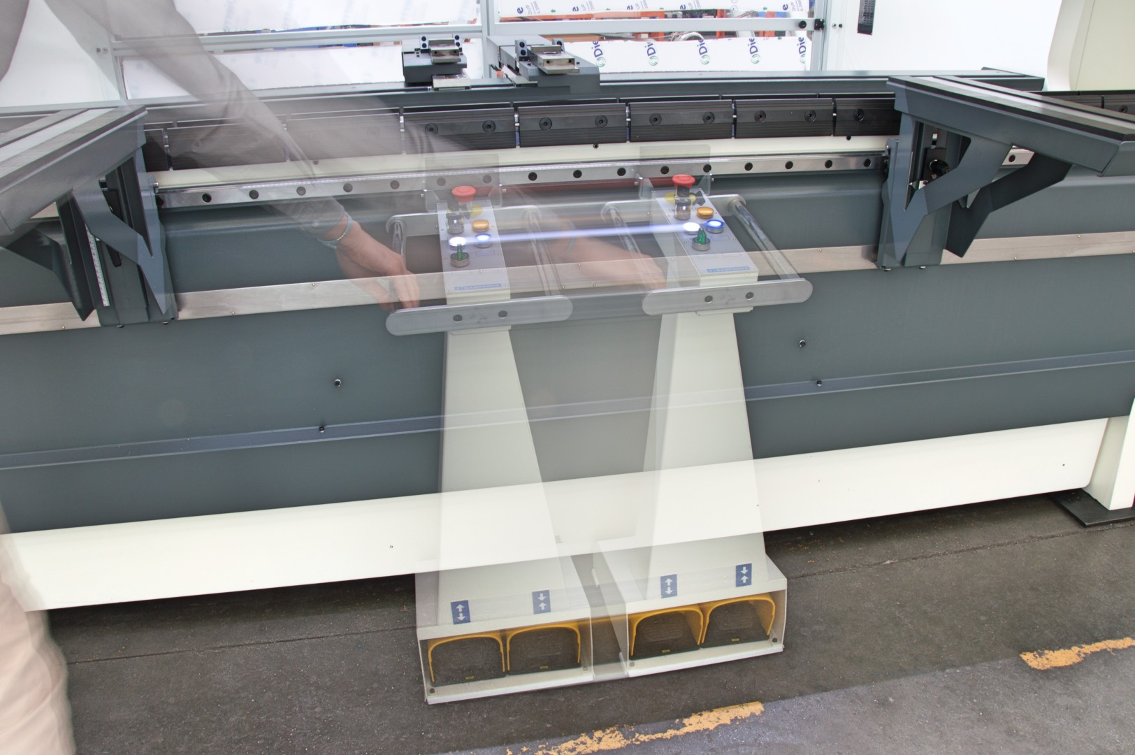 wireless foot pedal control press brake