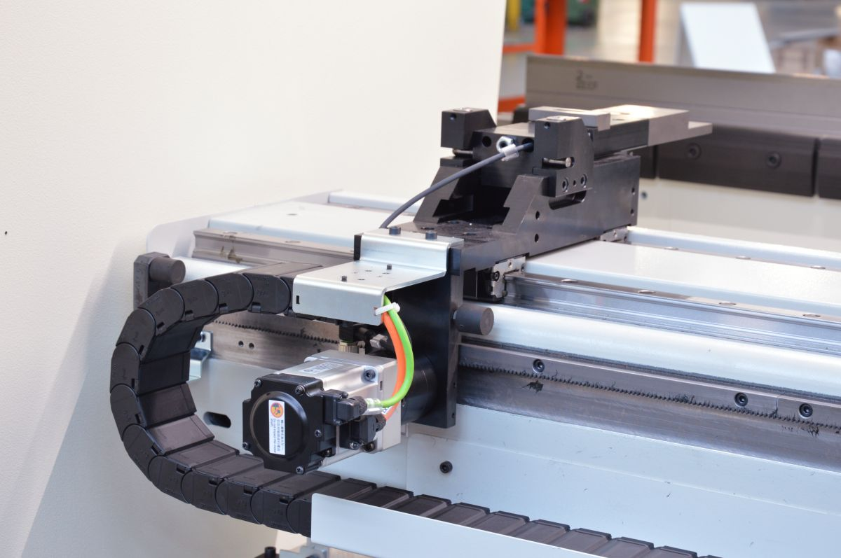 z axis cnc controlled backgauge
